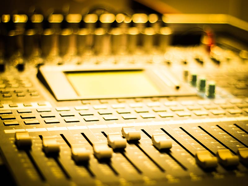 Mixing desk for sound